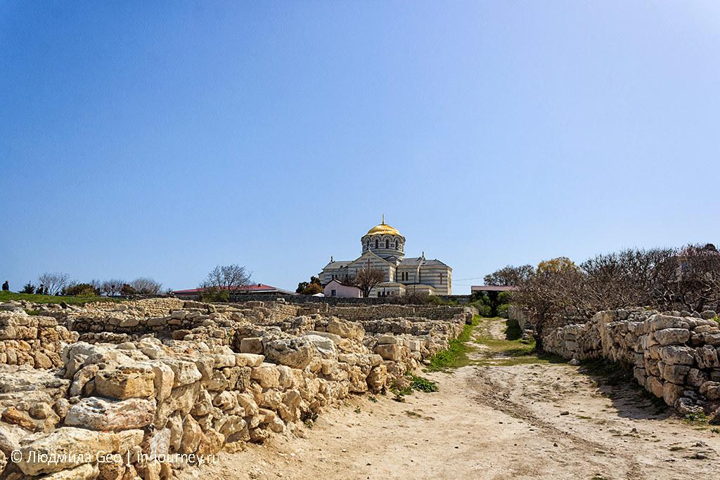 вид на Владимирский собор из древнего Херсонеса