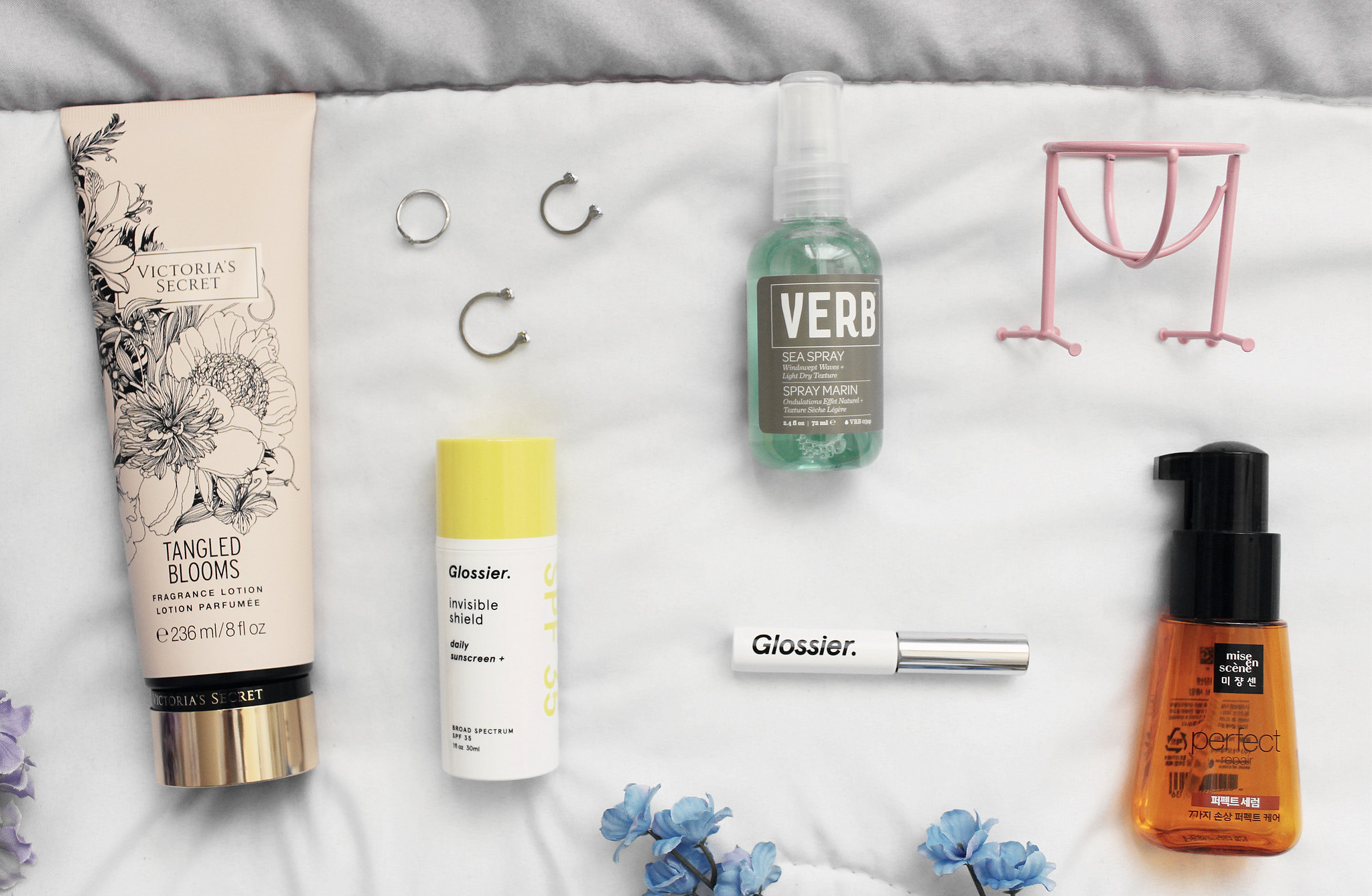 5946-beauty-makeup-skincare-sephora-vibrouge-glossier-victoriassecret-verb-yesstyle-clothestoyouuu-elizabeeetht-flatlay