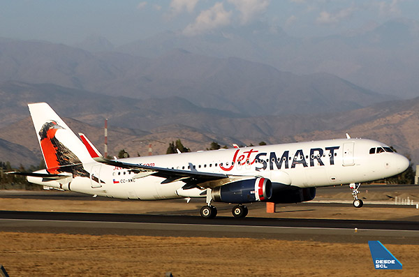 JetSMART A320 CC-AWC take off SCL (RD)