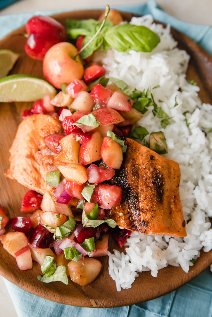 Grilled Sockeye Salmon with Summer Stone Fruit Salsa www.pineappleandcoconut.com #copperriversalmon #pwssalmon
