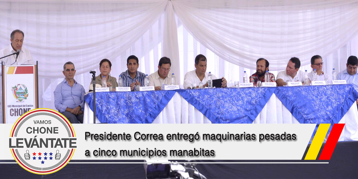 Presidente Correa entregó maquinarias pesadas a cinco municipios manabitas