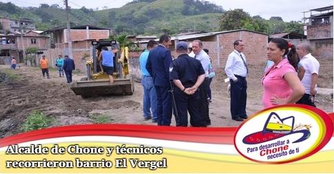 Alcalde de Chone y técnicos recorrieron barrio El Vergel