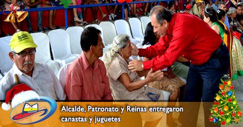 Alcalde, Patronato y Reinas entregaron canastas y juguetes