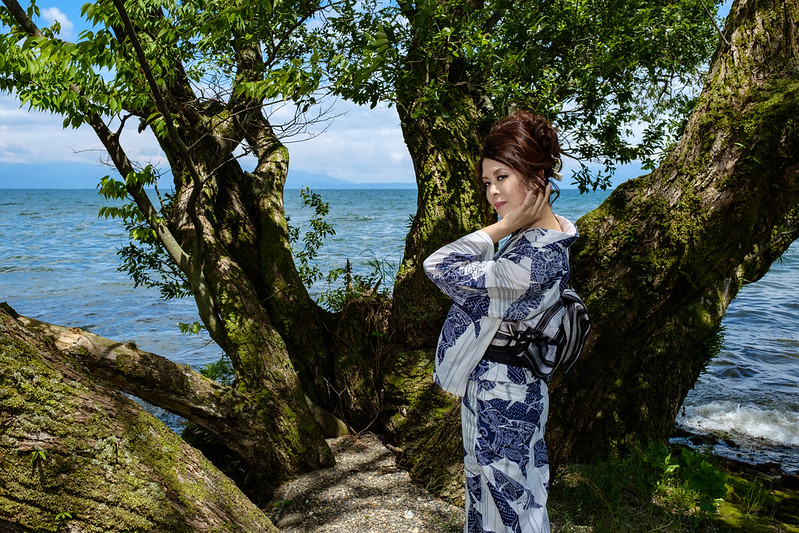 Yukata appearance on the lake side