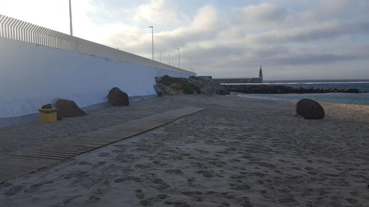 Playa Chica, sombrillas4