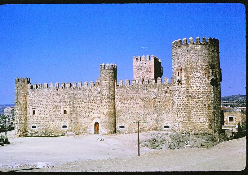 Castillo de San Servando en Toledo en abril de 1963. Película Kodachrome. Donación de la familia Burgos.