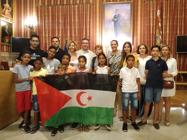 El Alcalde de Sevilla recibe a los niños y niñas saharauis