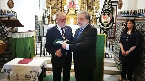 Entrega de la medalla del V Centenario de Santa Ana al Ayuntamiento de Dos Hermanas
