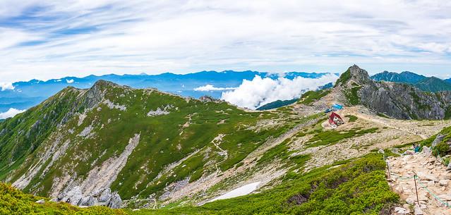 中岳直下からの仰ぐ南アルプス