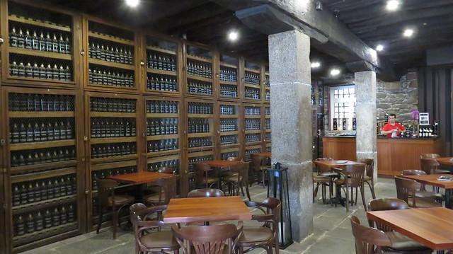 Dans la salle des Millésimes, des crus anciens (dont certains remontent au 18e siècle) de vins de Madère des Adegas de Sao Francisco (maison Blandy's), Funchal