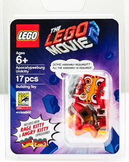 真的是氣到不行欸XD~~ LEGO《樂高玩電影2》末日風獨角貓 Apocalypseburg Unikitty【2018 SDCC 限定】