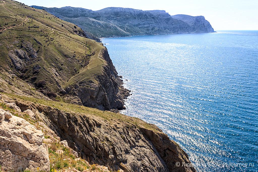 вид с гор на Черное море
