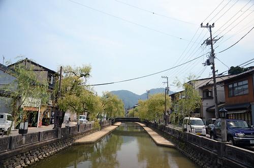 昼の城崎温泉の街の様子