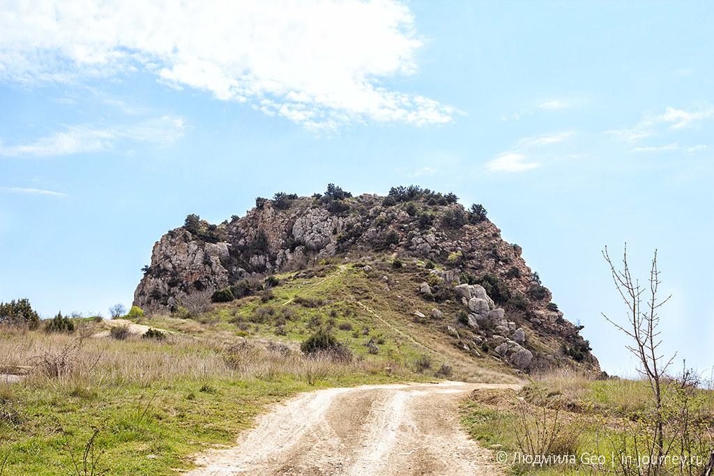 вид на скалу Мытилино