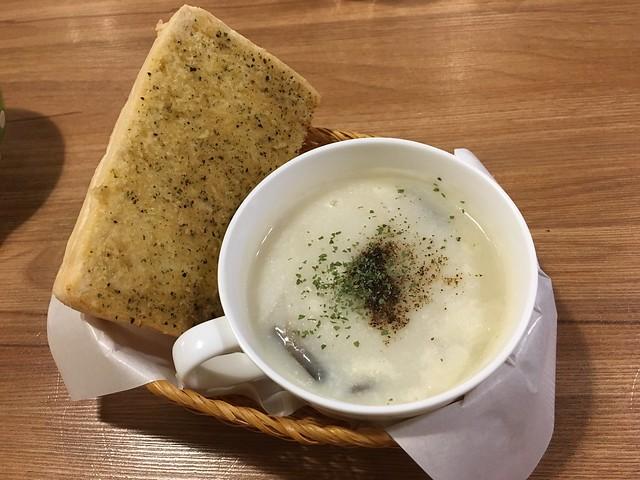 加價100元有一碗湯與香蒜麵包、木瓜牛奶冰砂@新北永和,紫羅蘭輕食廚房