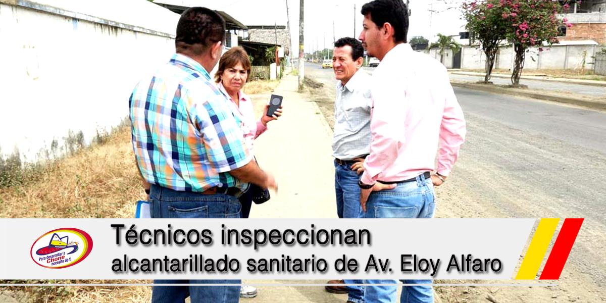 Técnicos inspeccionan alcantarillado sanitario de Av. Eloy Alfaro
