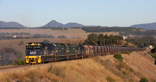 PACIFIC NATIONAL LOADED COAL FROM WAMBO COLLIERY CLIMBING FROM MT THORLEY.