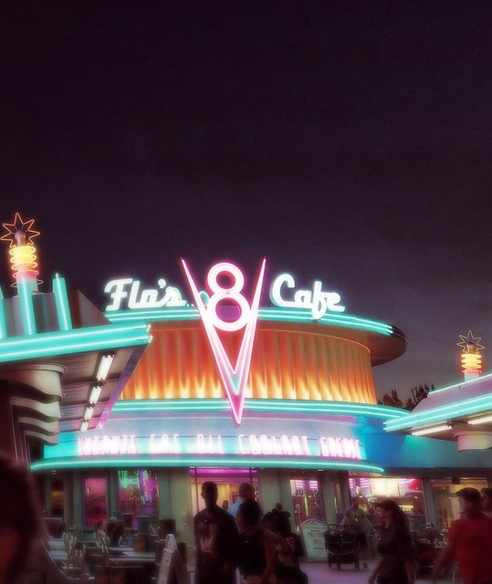 I absolutely LOVED Cars Land at night! 💕
