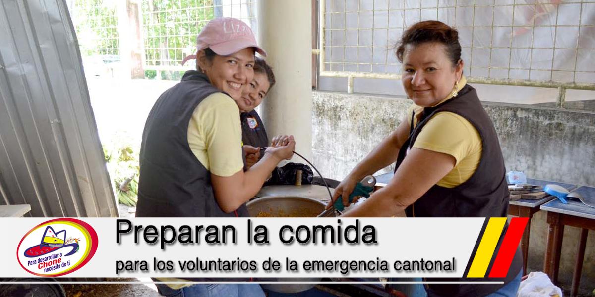 Preparan la comida para los voluntarios de la emergencia cantonal