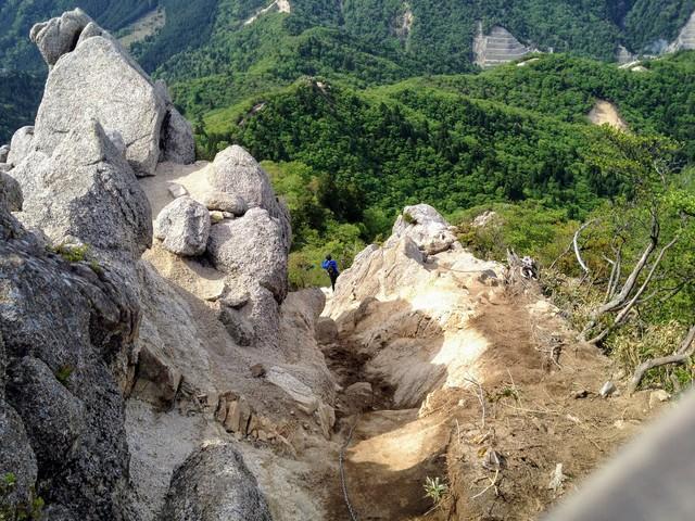 鎌ヶ岳 武平峠ルート 山頂直下の岩場