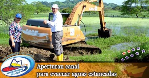 Aperturan canal para evacuar aguas estancadas
