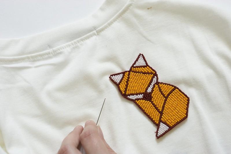 DIY: Декорирую белую футболку бисером