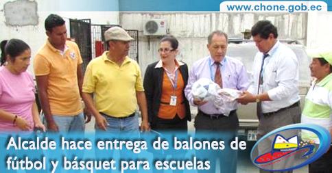 Alcalde hace entrega de balones de fútbol y básquet para escuelas