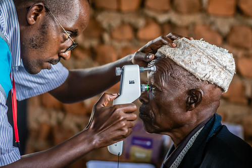 Screening for glaucoma; small, portable and easy-to-use devices allow screening of all at-risk patients at outreach clinics as seen here in rural Uganda | by IAPB/VISION 2020