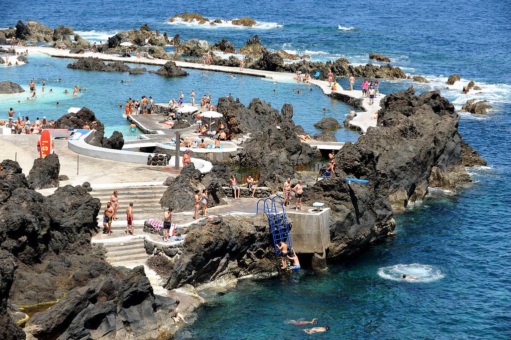 Мадейра. Природный бассейн в Porto Moniz.