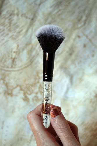 essence, powder brush