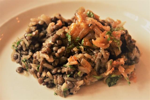 Linzen en rijst met gekarameliseerde uien...
