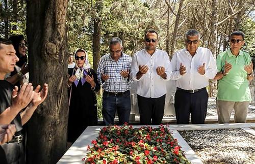 Kemal Sunal'ın eşi törende göz yaşlarına boğuldu