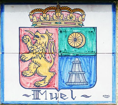 Muel escudo en ceramica vino denominacion de origen protegida (D.O.P.) de Cariñena Zaragoza