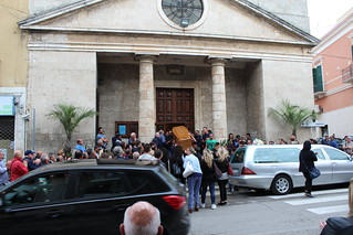Raffaele Frugis - L'uscita del feretro dalla Chiesa