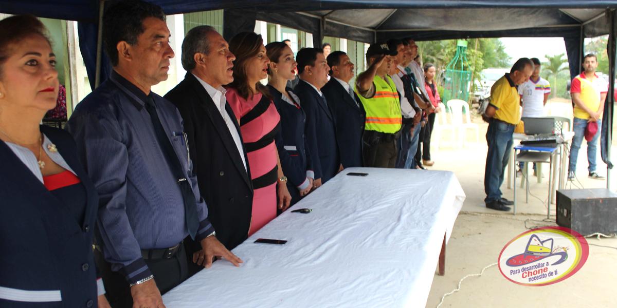 Lunes cívico en unidad educativa Delberth Velásquez