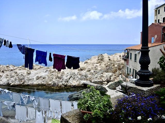Panni stesi sul mare., Nikon COOLPIX P7800