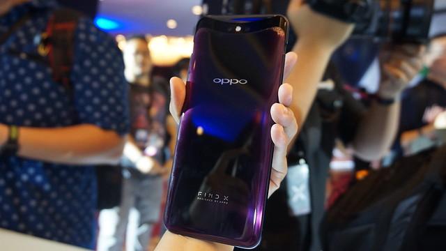 Saat kamera Oppo Find X dibuka (Liputan6.com/ Agustin Setyo W)