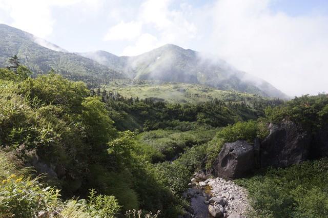 Attack toThe Mt. HAKUSAN BESSAN
