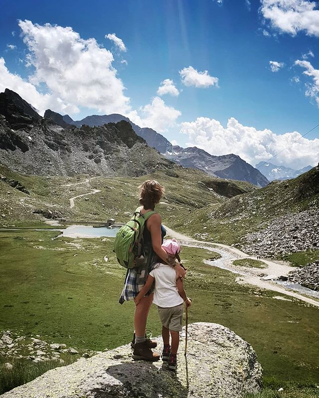 Walking in the Mountains #walking #mountain #gressoney #valdaosta #travelgram #picoftheday #photooftheday #igers #igersitalia #sky #clouds #cloudy #blue #grass #path #rocks #mylittlebabygirl #Margherita #kid #fun #family #life