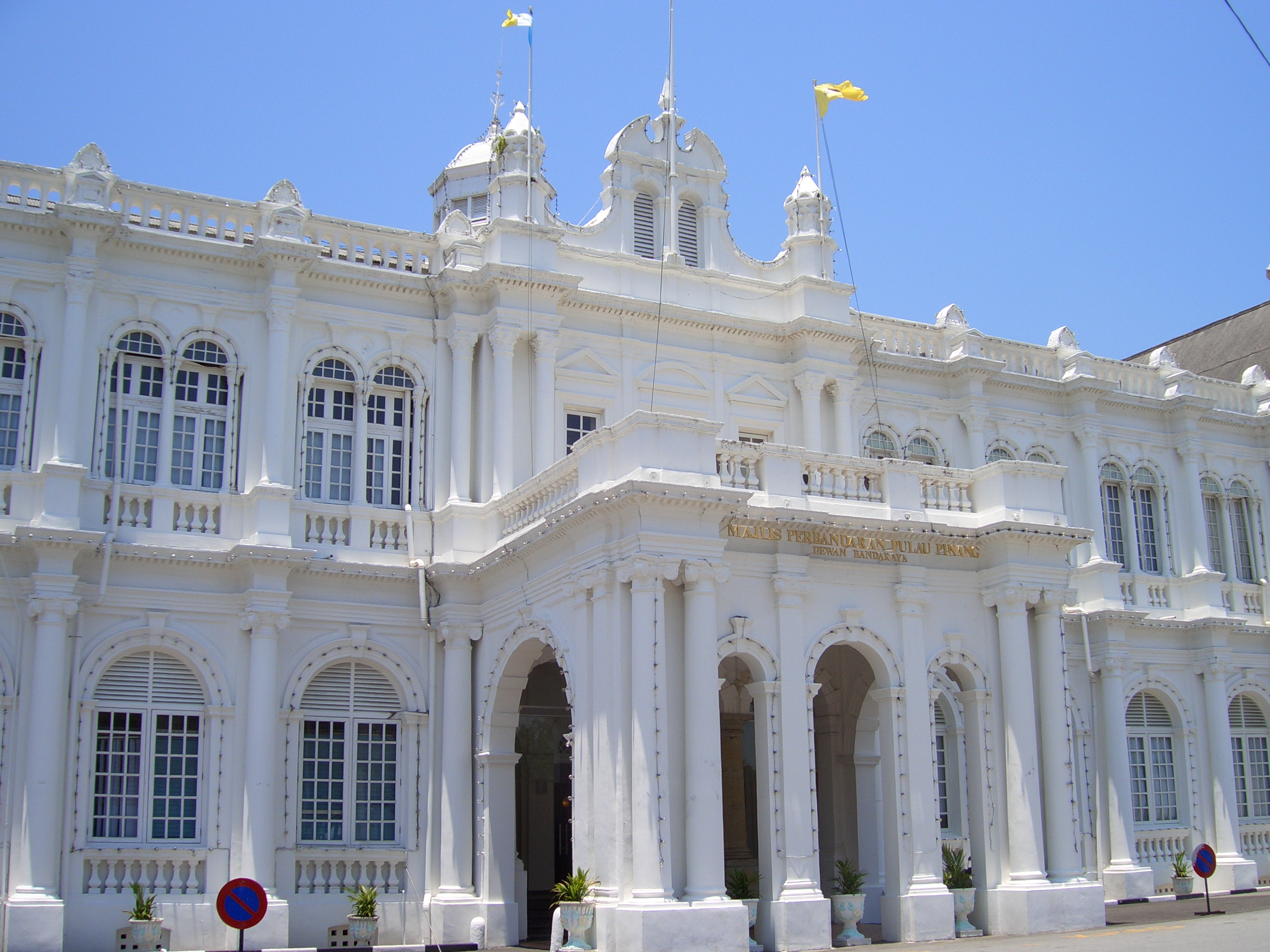 The City Hall in George Town, Penang, is steeped in Edwardian Baroque and Palladian architecture. Photo taken on March 16, 2006.