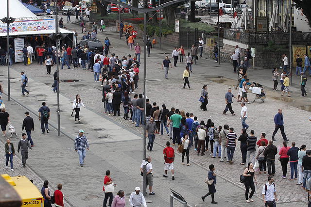 Unemployed Brazilians line up looking for a job - Créditos: Ricardo Giusti / PMPA