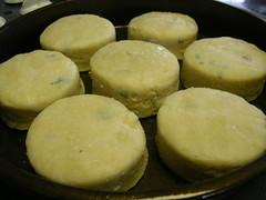 meal(0.0), breakfast(0.0), baking(0.0), cheese bun(0.0), arepa(0.0), poffertjes(0.0), produce(0.0), dampfnudel(0.0), snack food(0.0), baked goods(1.0), food(1.0), english muffin(1.0), dish(1.0), dessert(1.0), cuisine(1.0),