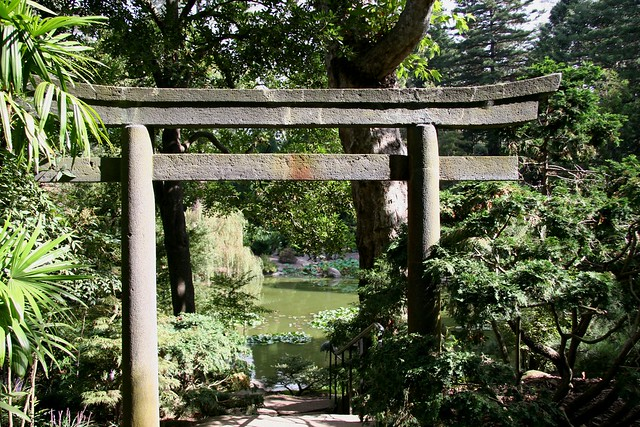 Toro gate japanese garden lotusland flickr photo sharing for Japanese garden gate