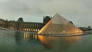 Pyramide du Louvre - 17-09-2006 - 7h16