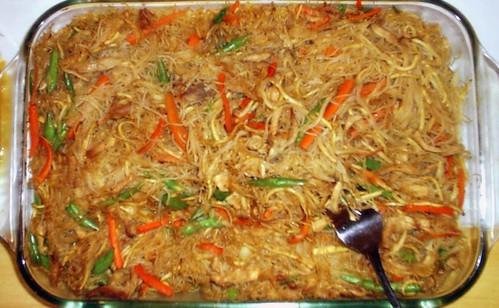 Pancit. Photo courtesy of aJ Gazmen via Flickr Commons