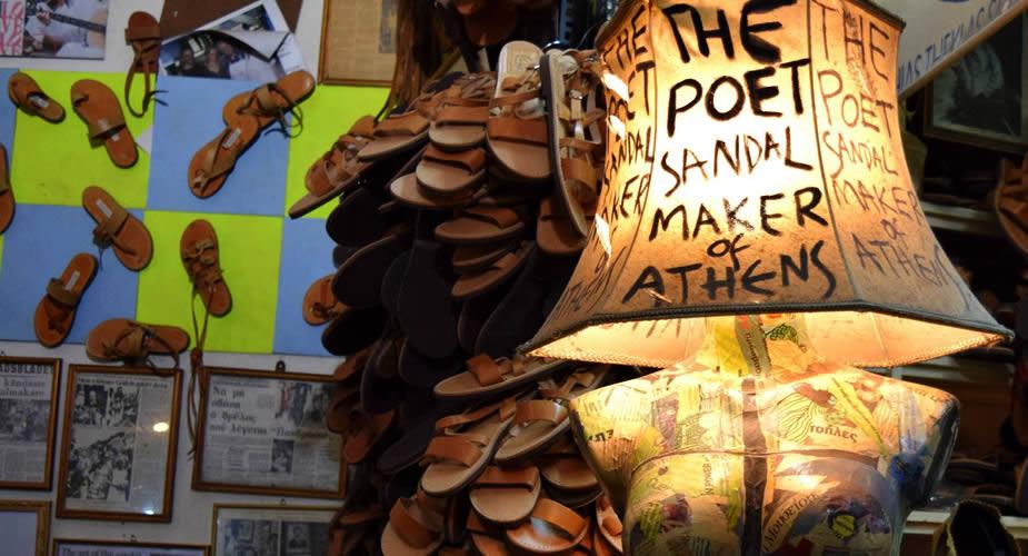 Winkelen in Psirri, Athene. (Foto met dank aan The Poet Sandal Maker) | Mooistestedentrips.nl