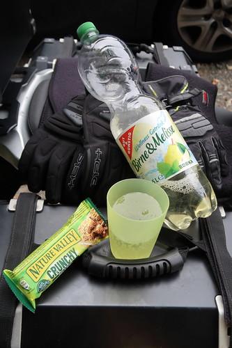 Trinkpause mit Nature Valley Crunchy Hafer & Honig Riegel an der Aggertalsperre