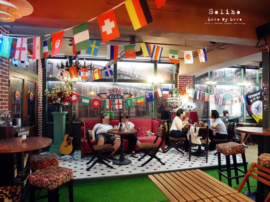 台北捷運公館台電大樓站附近中央公園咖啡館六人行場景 (4)