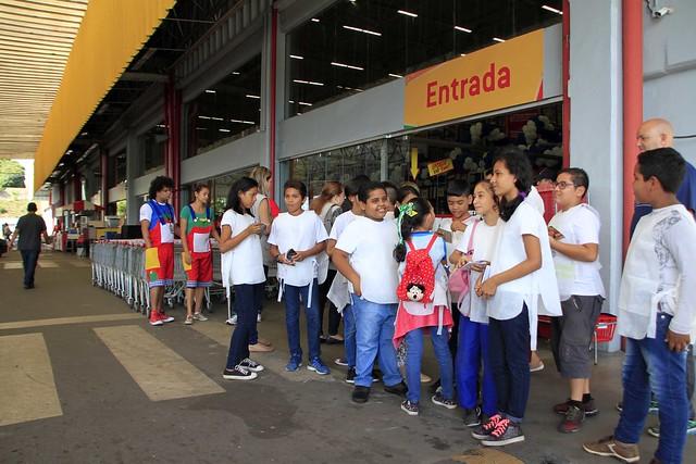 01.08.18.Fiscalização da Visa Manaus com crianças da rede municipal.