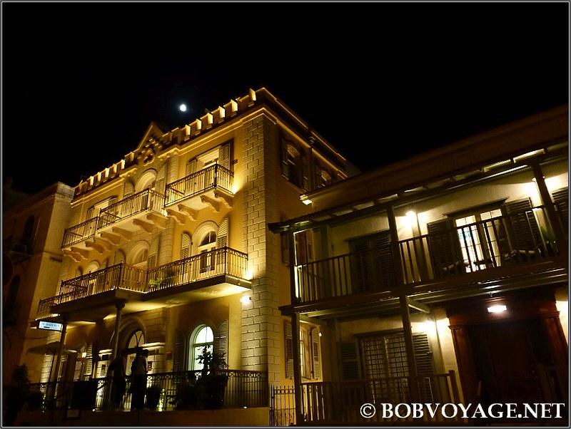 חזית מלון דריסקו בלילה